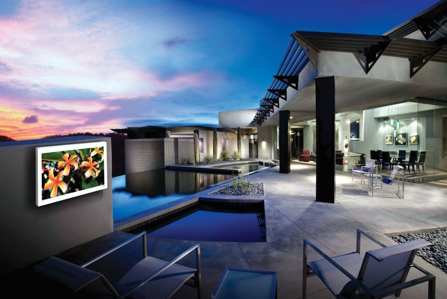 3-outdoor-spaces-that-would-be-even-better-with-a-high-quality-av-installation